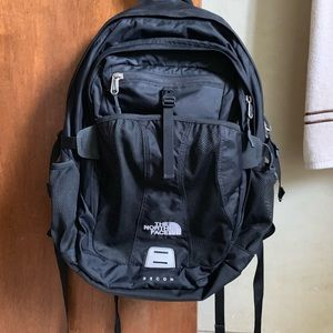 The NorthFace Recon Backpack. Unisex